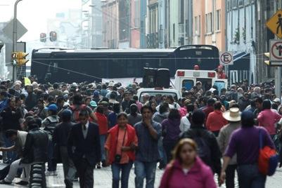 La crisis económica ayudará la lucha magisterial a pesar de las amenazas de represión