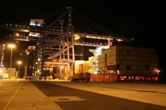 En vez de modernizar nuestros puertos, se les militariza