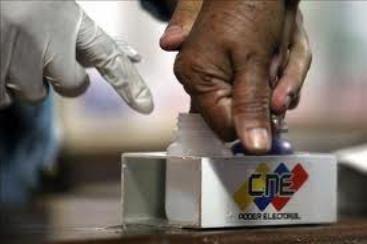 Hugo Chávez y la revolución bolivariana  consiguen un nuevo mandato